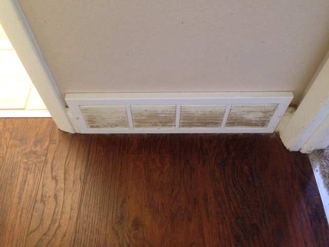 one-source-cleaning-fort-collins-jill.barends.970-818-3313-vent-before-pic